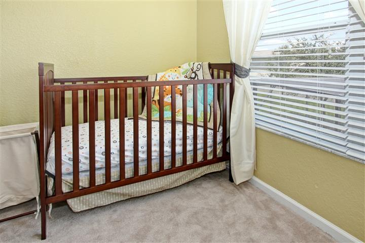 Crib in Master Suite 1