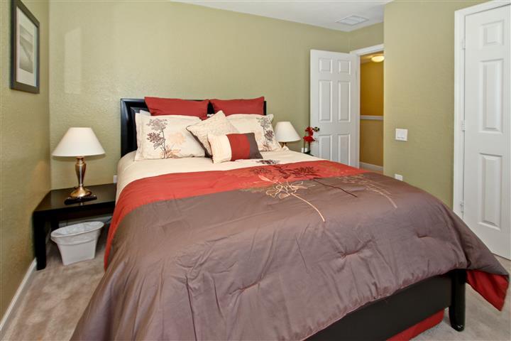 Queen Bedroom 2 (2nd floor)