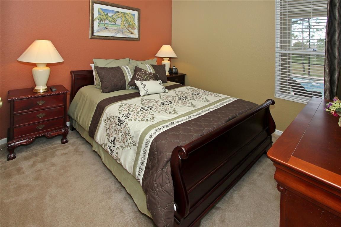 bedroom 6 -- queen