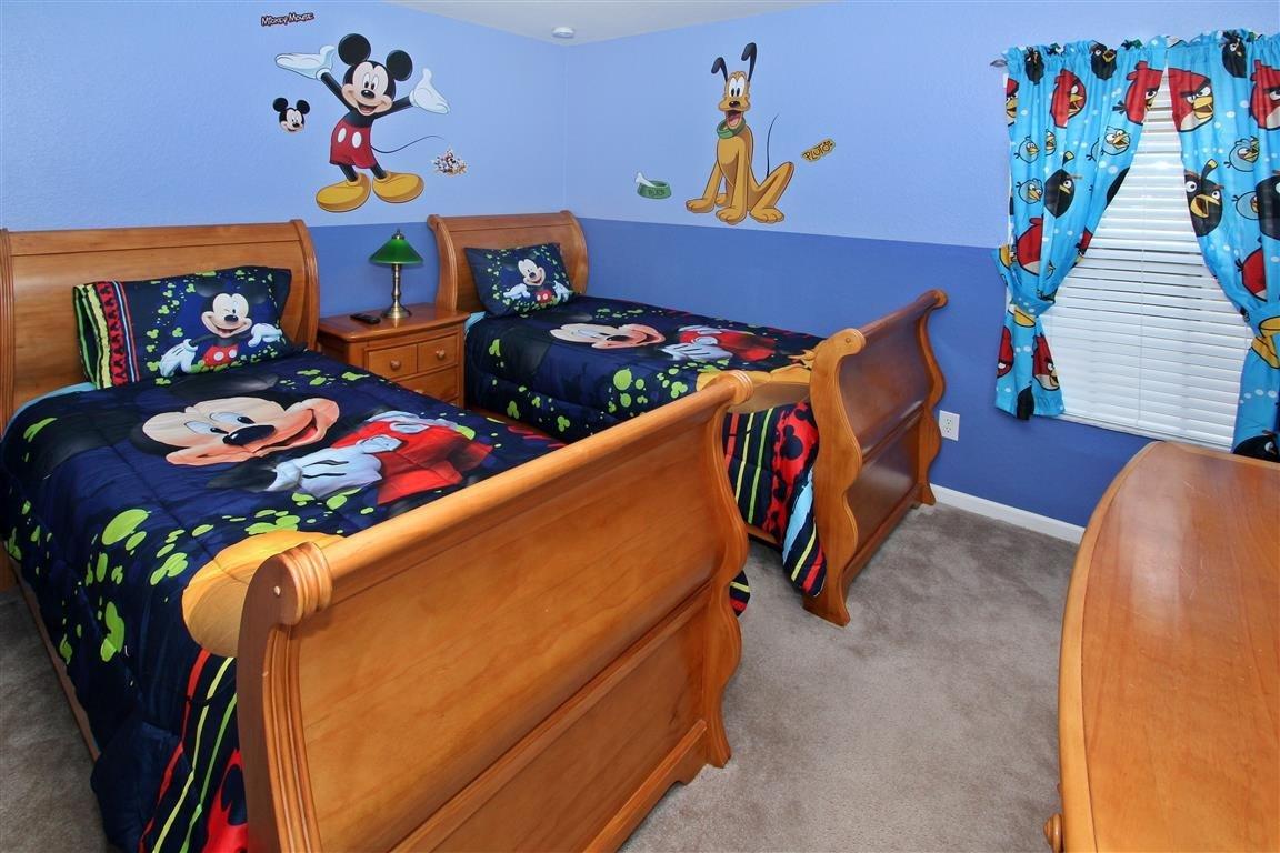 bedroom 4-- twin