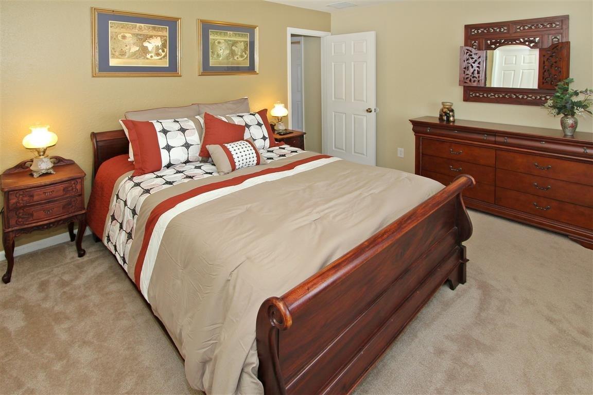 bedroom 5 --queen