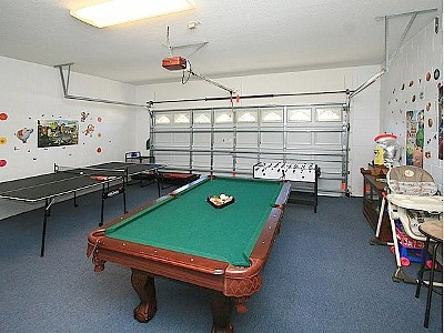 Private Game Room In 2 Car Garage